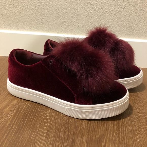 cbed7a214eb61 Sam Edelman Leya Faux Fur Pom Fashion Sneakers. M 5b7ba296477368512968f9f5